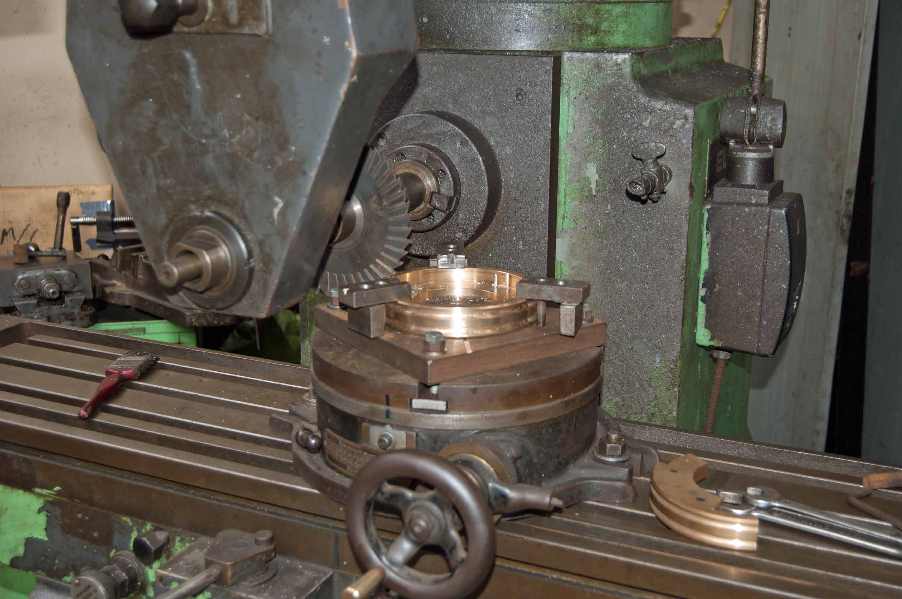 The gland packing ring is cut into three pieces on the milling machine