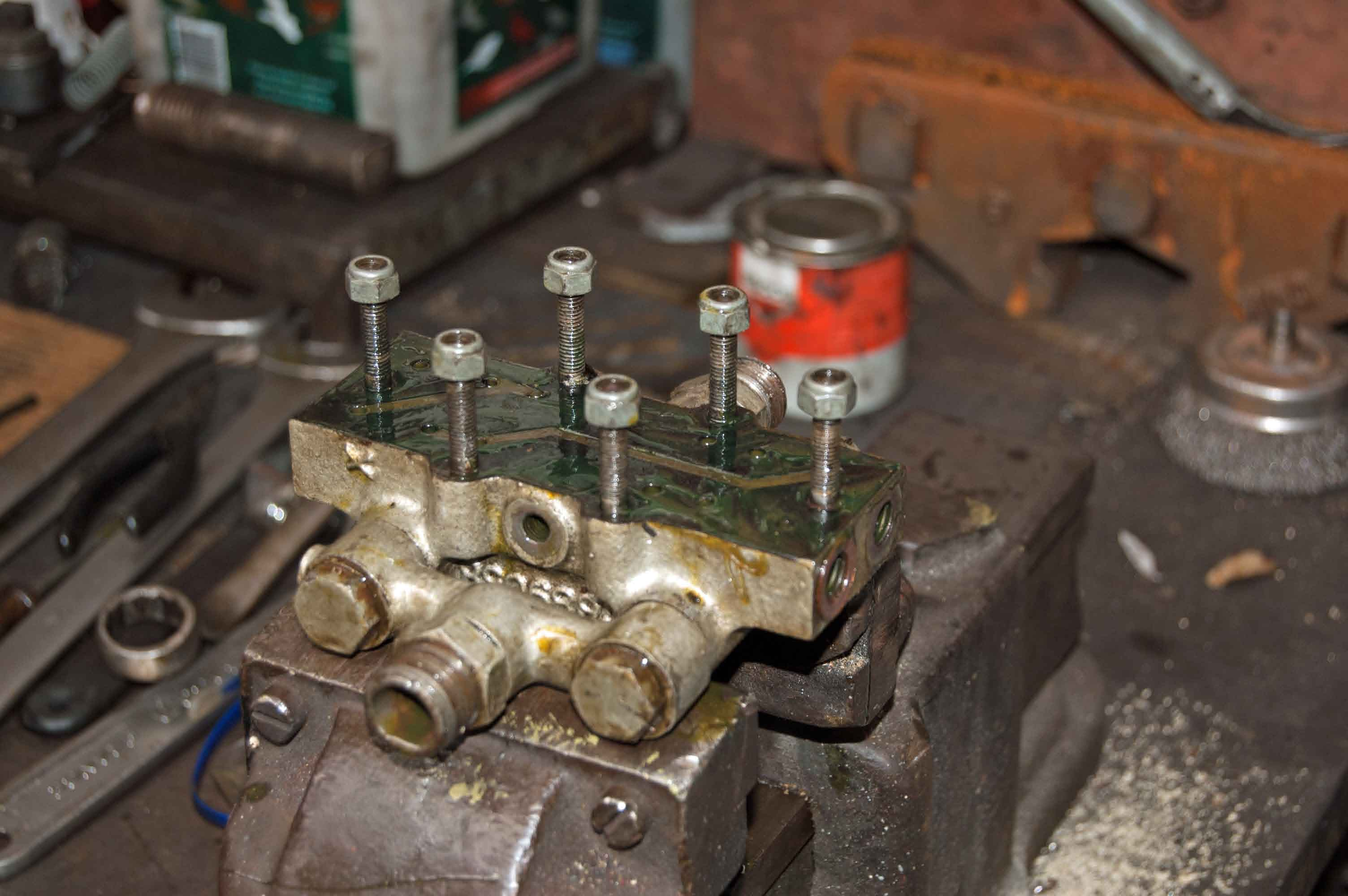 Overhauling smaller parts of the lubrication system