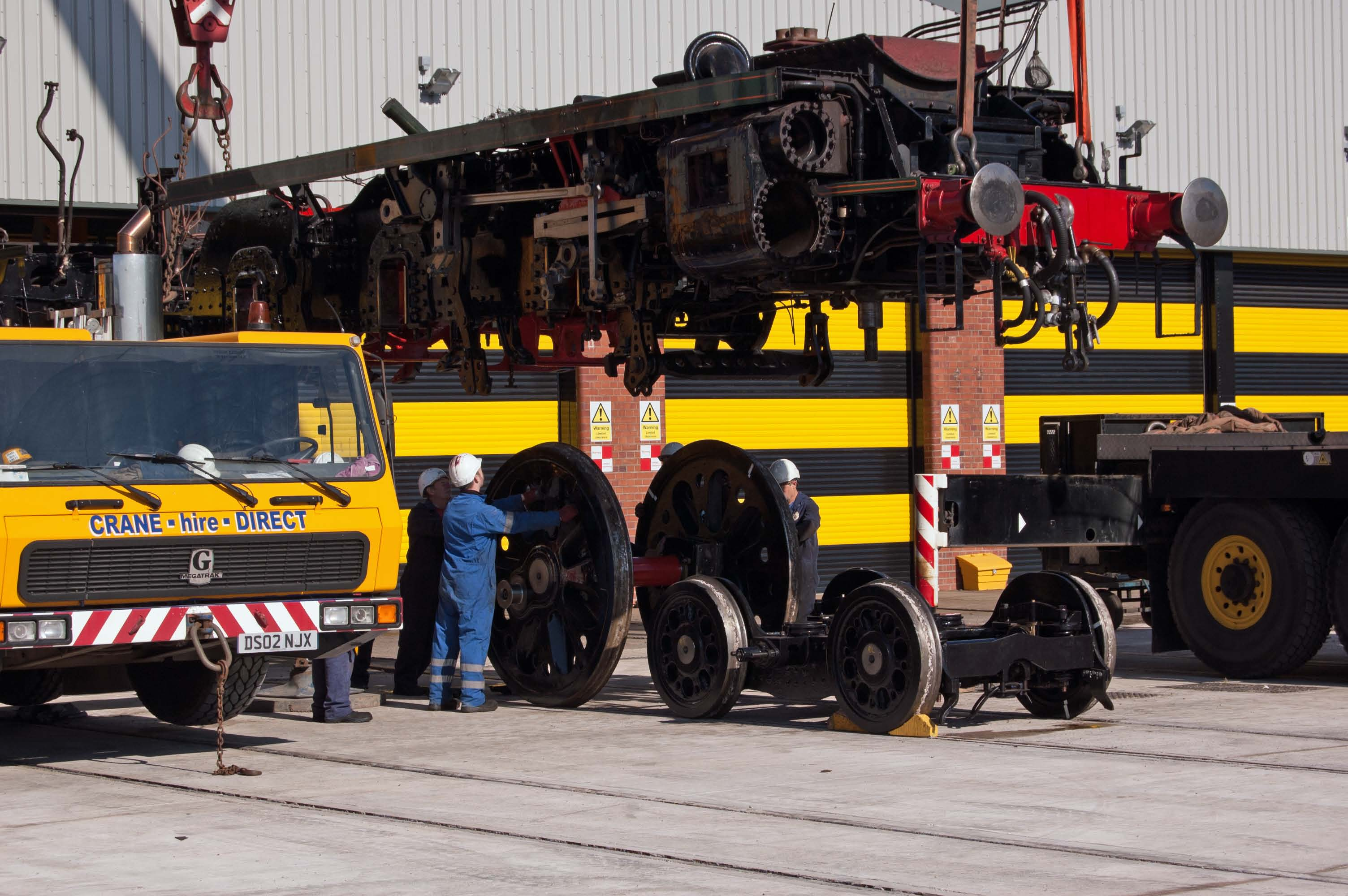 After the accommodation bogies have been removed, the front driving axle is moved in to position