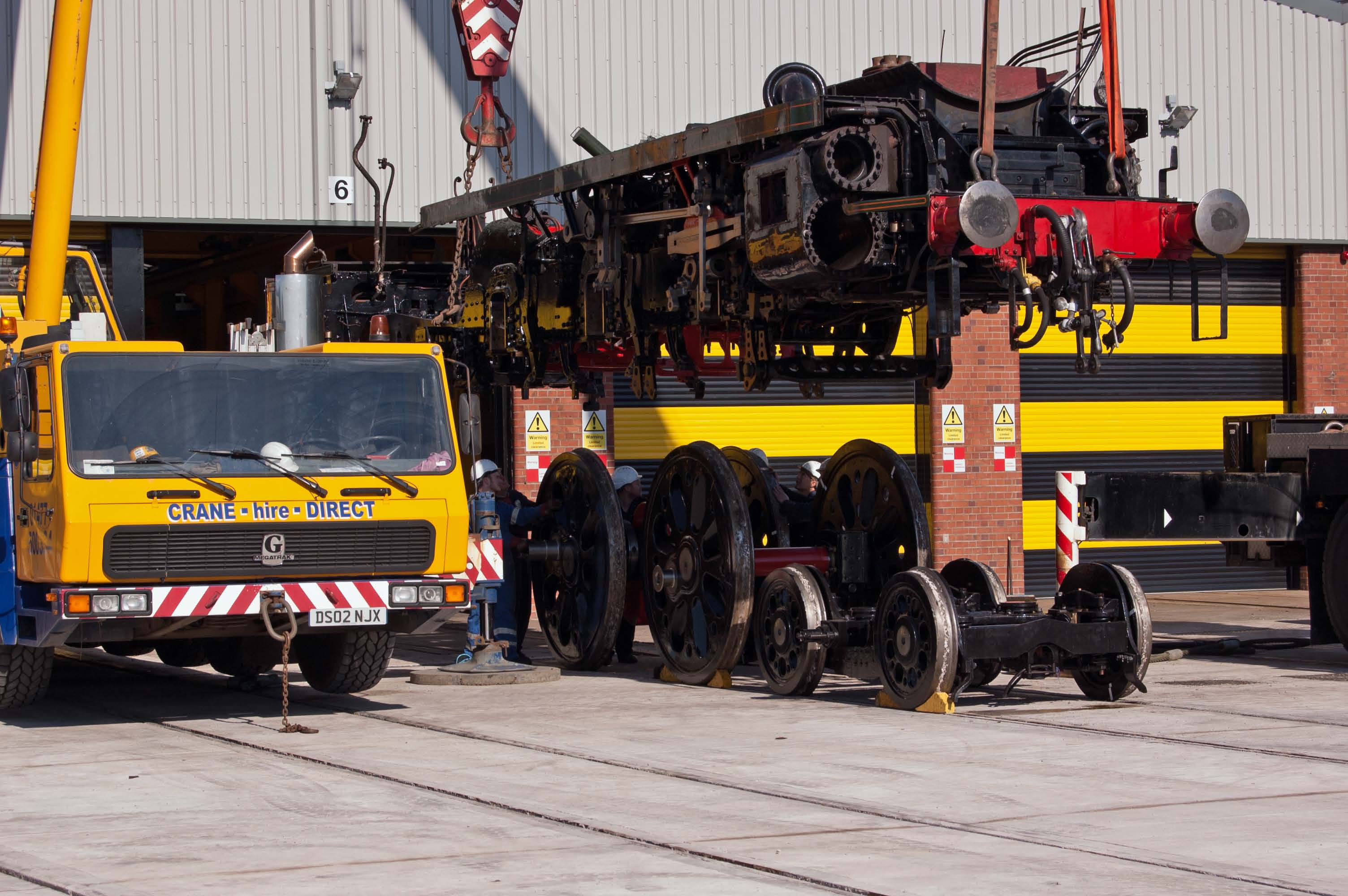 After the accommodation bogies have been removed, the middle driving axle is moved in to position