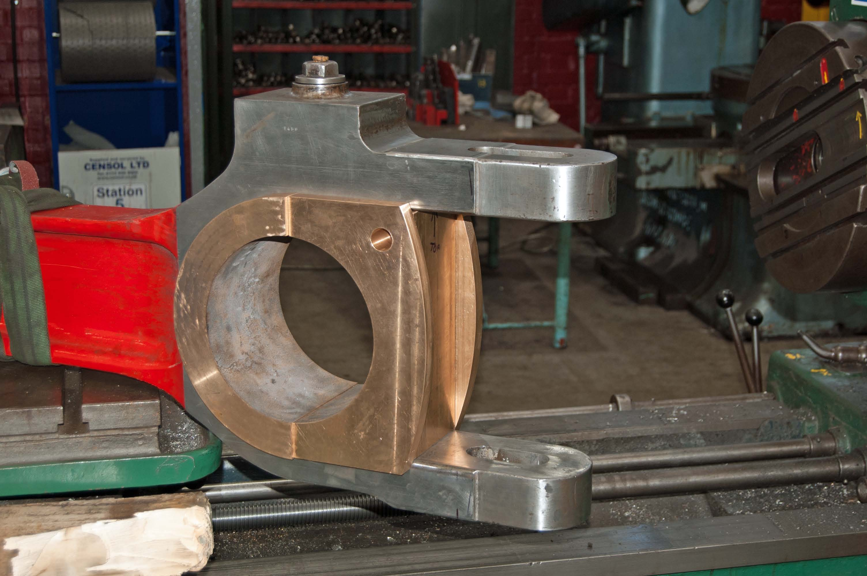 The new middle big end bearing is being worked on